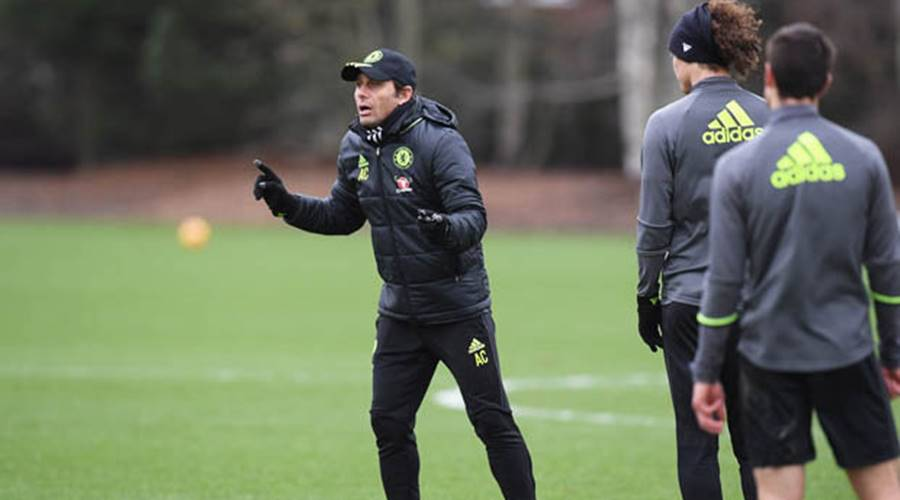 Under-pressure Conte repeats his commitment to Chelsea