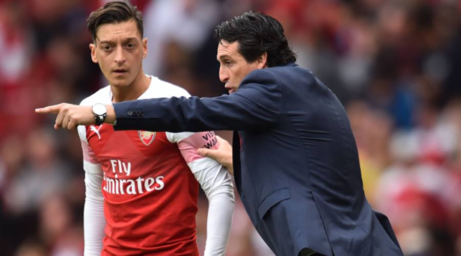 Mesut Ozil sends message to Arsenal team-mates after Chelsea win