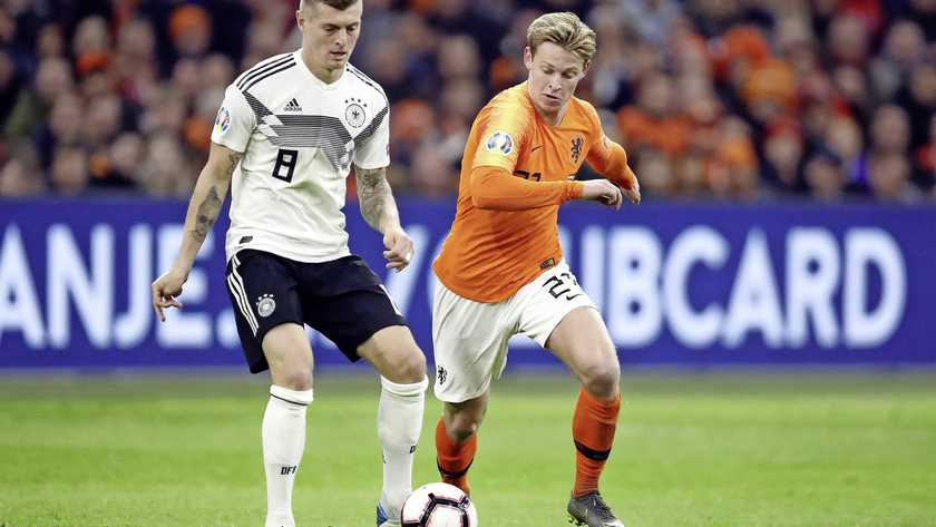 Barca fans go mad as Frenkie De Jong bamboozles another Real Madrid player!