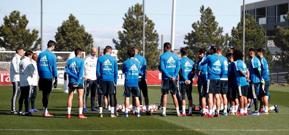 Zinedine Zidane real madrid manager making decisions with team-the12thman