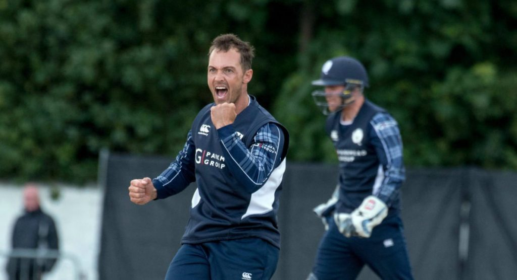 Scotland cricketer Con de Lange dies at 38