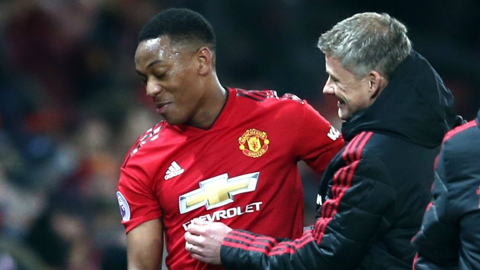 Manchester United manager rips into underperforming stars