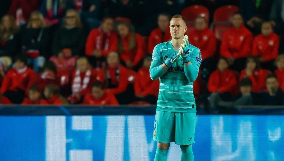 Ernesto Valverde responds to Ter Stegen's comments on Barcelona's internal issues following narrow win over Silvia Prague