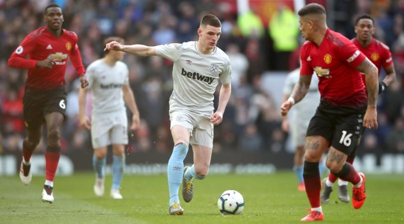 West Ham United's Declan Rice (centre) and Manchester United's Marcos Rojo battle for the ball.