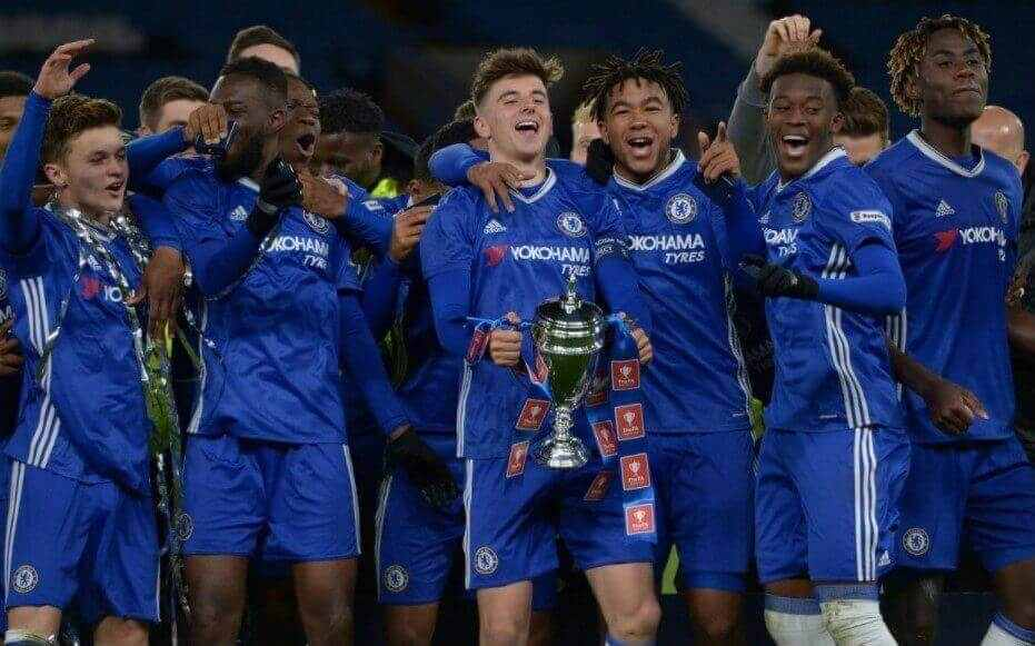 Chelsea struggling with huge squad