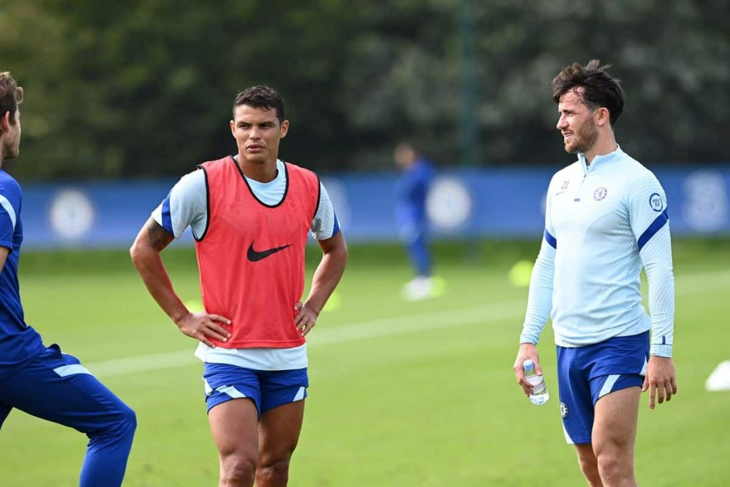 Thiago Silva joins the training session for Chelsea