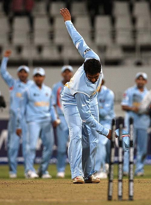 IPL teams celebrate India's bowl out win against Pakistan in 2007 WT20