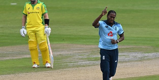 Jofra Archer bowls a lethal bouncer to dismiss Marcus Stoinis