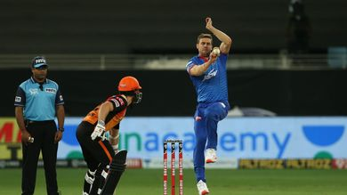Anrich Nortje bowls super-fast yorker well-dodged by Manish Pandey